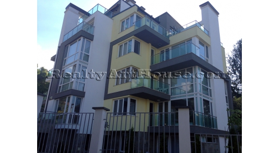 3-стаен обзаведен апартамент в нова сграда