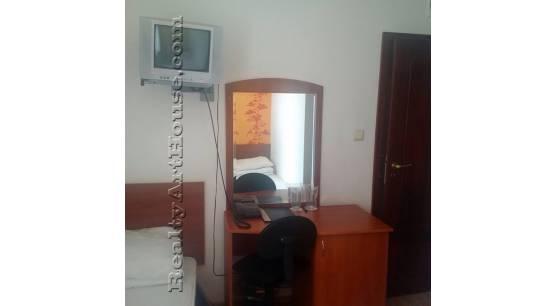1-стаен апартамент на втори етаж. ул. Пиротска