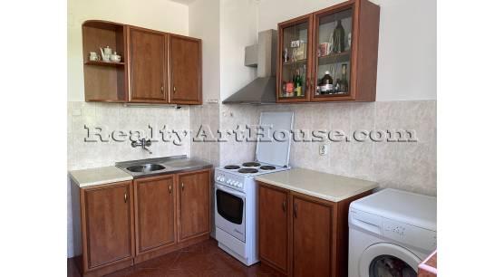 2-стаен апартамент с отделна кухня на метри от  метростанция К. Величков