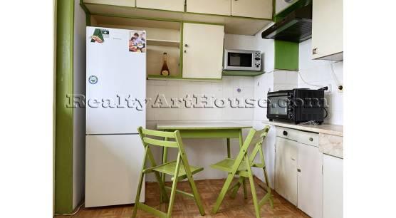 2-стаен непреходен апартамент с отделна кухня