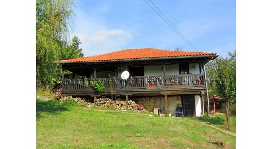 Продава се къща в живописно място, 18 км до гр. Елена