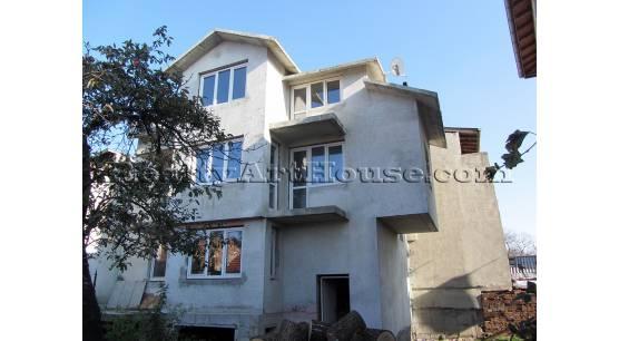 Къща на  3 жилищни етажа