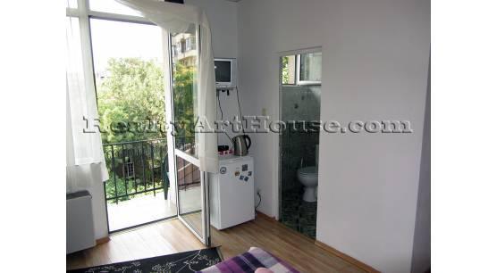 1-стаен апартамент с тераса и баня с вана