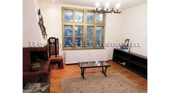 2-стаен атрактивен апартамент в старата част на София.